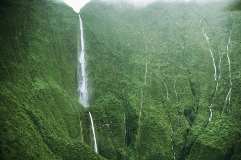 Водопад Хонокохау: напоминание о юрском периоде