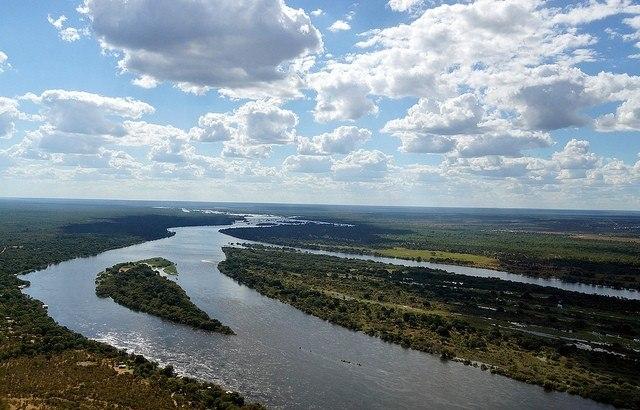Река Замбези в Африке.