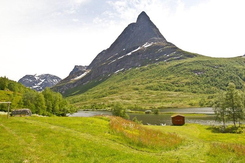 Долина Иннердален описывается путеводителями как самая красивая долина в Норвегии.