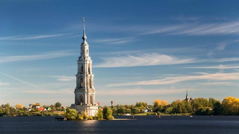Затопленная колокольня Никольского собора в Калязине.