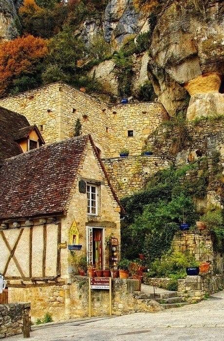 Прогулка по средневековым французским деревенькам