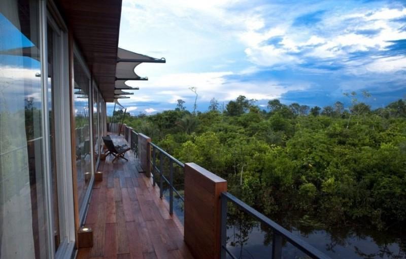 Плавающий по Амазонке отель