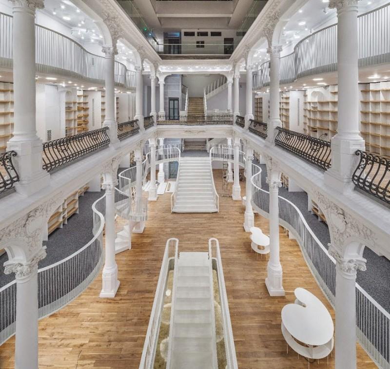 Новый книжный магазин в Бухаресте, похожий на волшебный дворец 1
