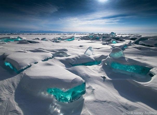 Байкал, могучий и невозмутимый, чистый и глубокий, загадочный и умиротворяющий...