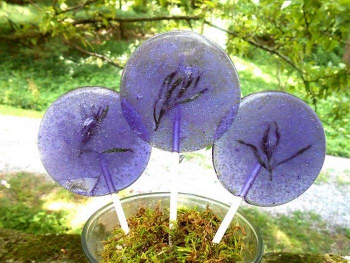 Съедобные лепестки цветов в леденцах 5