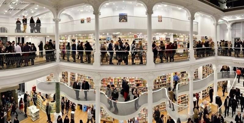 Фантастический книжный магазин в Бухаресте 0